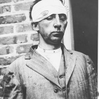 Erich Muenter dopo la sua cattura nel 1915 © Wikimedia Commons - author unknown - public domain